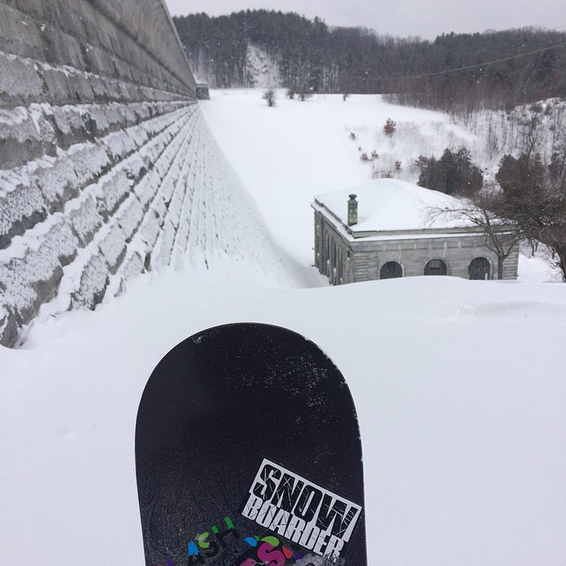 Where is everyone riding today?  #haulasswax @snowboardermag